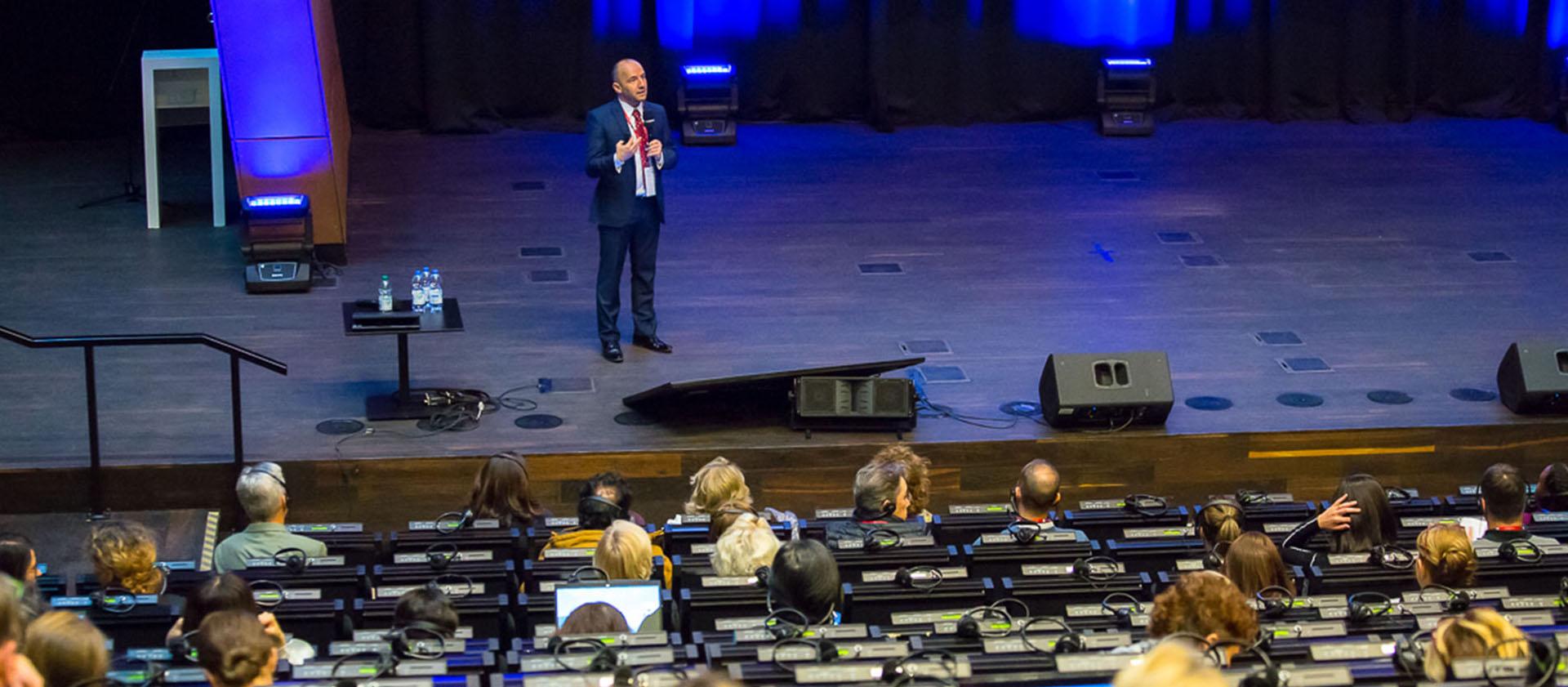 Prezentacje i konferencje